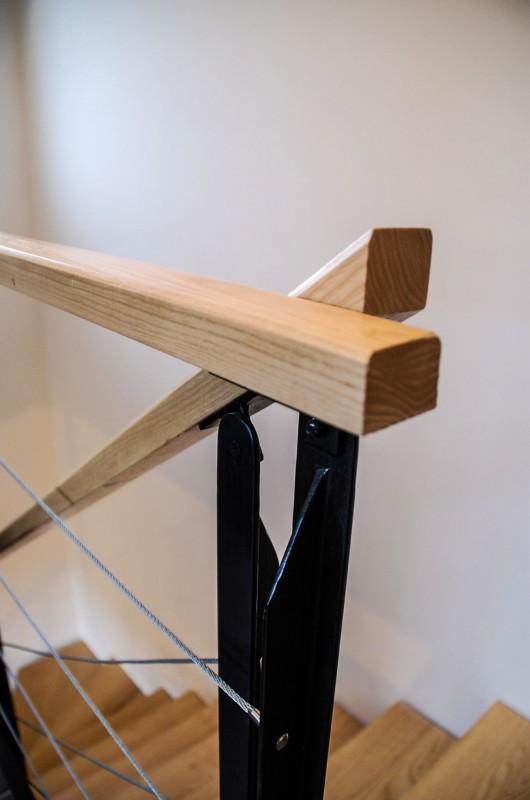 détail escalier en bois et acier sur mesure